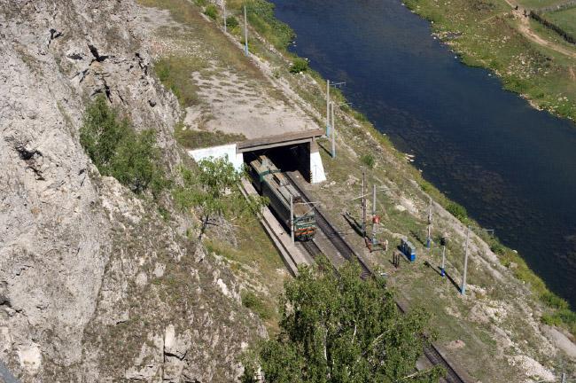 Поезд из тоннеля